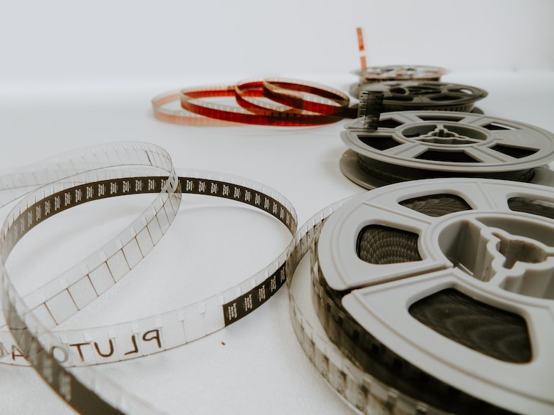Powerful and Ready to use Videos to Kick-start Every Crucial (Scrum?) Event  - image by Denise Jans on Unsplash